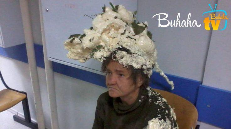 Эта женщина попала в больницу и теперь с недовольным видом ждет врача. Она попросту перепутала мусс для волос с монтажной пеной! Предполагается, что снимок сделан где-то в Восточной Европе.