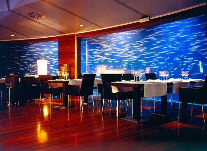 Planta baja del Restaurante Submarino. Disposición de las mesas junto al #acuario. #Restaurante Submarino. #Oceanografic #Valencia  www.restaurantesubmarino.es