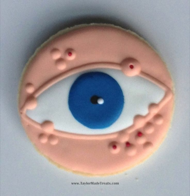 Eeeewwwwww! Awesome creepy eyeball decorated cookie