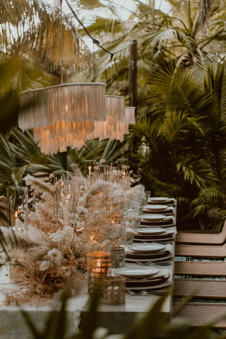 Floral trends are one of the fastest evolving design aspects of weddings. There are certainly those classic looks that are here to stay but there's a new look on the block that has quickly earned… #weddingtrends #pampasgrass #pampasgrasscenterpiece