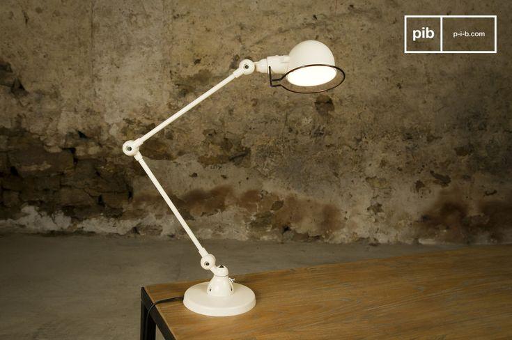 Lasciatevi incantare dalle linee semplici ma eleganti di questa lampada Jieldé Signal color avorio.