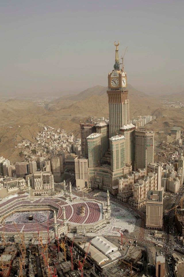 Mecca This Cityscape Is Deeply Unsettling Urbanhell Mecca Makkah Building