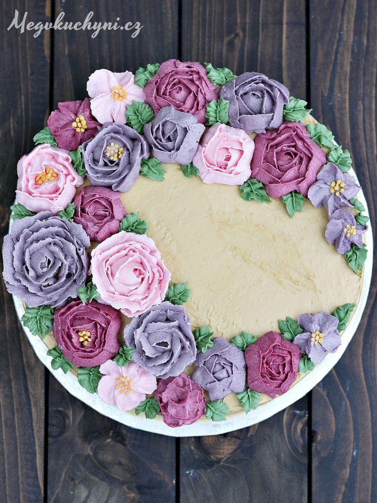 Nedávno měla moje maminka svátek a já se rozhodla, že jí jako dárek upeču dort. Vím totiž, že celé rodině chutnají piškotové dorty skaramelovou nebo ovocnou náplní a že jsou rádi, když jim nějaký nachystám. Vím také, že dort ksvátku není úplně běžná praxe, ale pro mě to je jen další možná příležitost, kdy můžu …