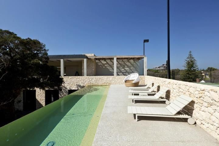 Pt Lonsdale - The Anchorage. Western Australian Cream Limestone. Designed by the Peninsula Stonemasons Group.  Infinity Pool with rubble spalled limestone wall. www.limestoneaustralia.com.au