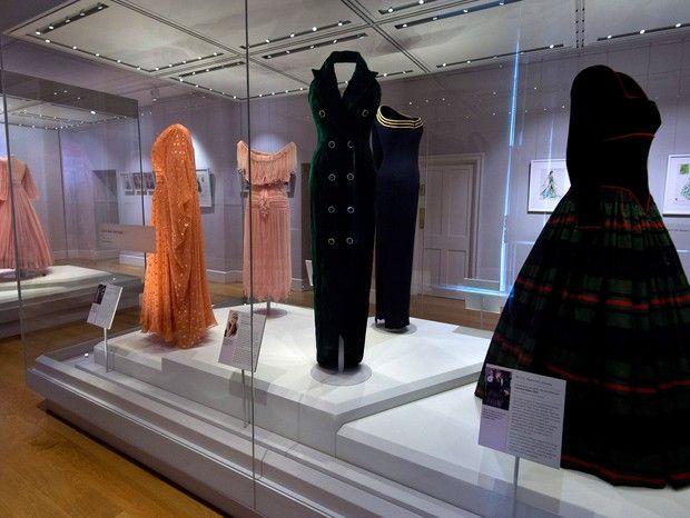 Exposição reúne o melhor da moda usada pela realeza britânica