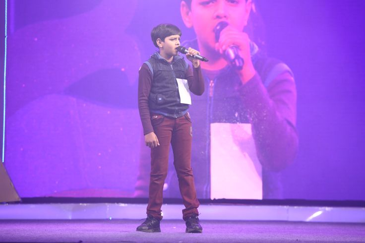Contest of Voice of Viva (solo singing competition) performing live on the stage at Grand Finale!