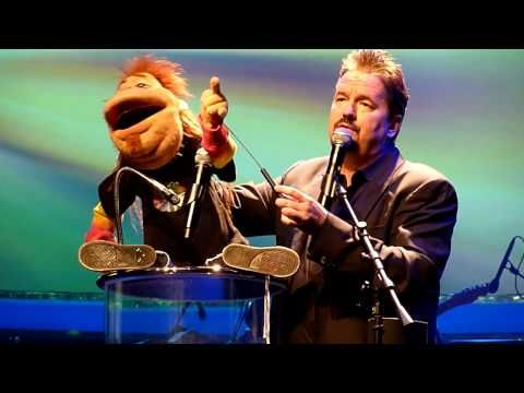 ▶ Terry Fator - Rocker Dougie the Annoying Neighbor Live At The Mirage, Las Vegas, 03/06/10 - YouTube