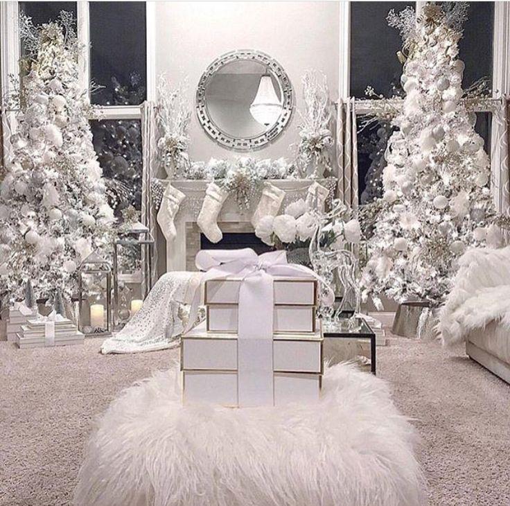 Follow @MyLifeAsNae for more home decor inspo! #homedecor #home #christmas #holiday #holidaydecor #christmastree