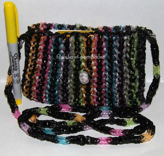 This cool rainbow Loom persure will sure be cool to make and make Ur friend jealous
