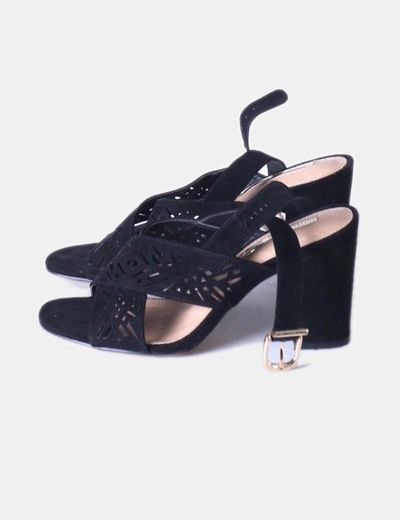 Sandalias negras tiras troqueladas Suiteblanco