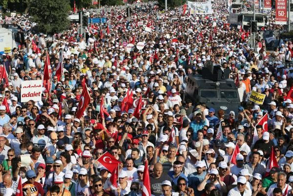 A 280-mile, 25-day march against the policies of Turkey's government ended with a massive rally in Istanbul on Sunday.