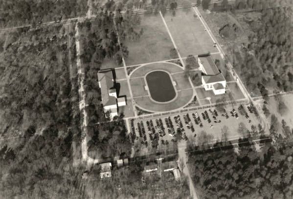 Aerial view of early University of Houston campus (1939). In 1936, the University of Houston acquired nearly 110 acres for a permanent campus from donations from Ben Taub and the Settegast estate. The school began holding classes on the new campus, located east of downtown, in 1939. Today, the University of Houston main campus has extended to 550 acres bordered by Wheeler, Elgin, and Scott streets. Special Collections, University of Houston Libraries (Public Domain).