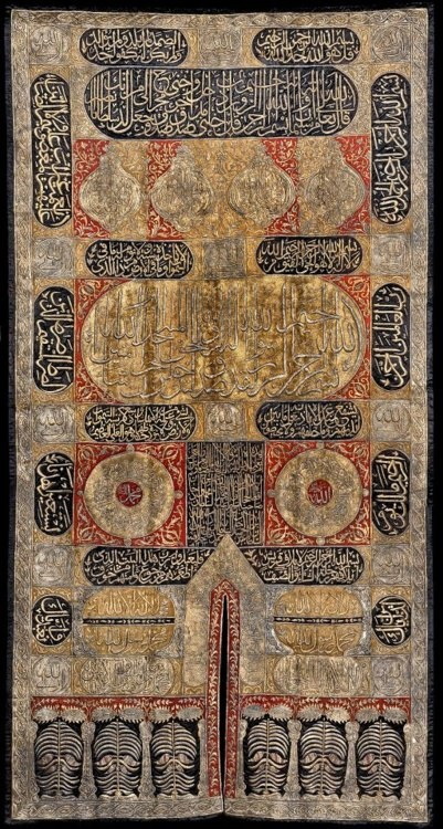 Sitarah (curtain) for the door of the Ka'bah, commissioned by Sultan Abdülmejid I, Ottoman Egypt, Cairo, 1846-7 AD. black silk, coloured silk appliqués, embroidered in silver and silver-gilt wire. Nasser D. Khalili Collection of Islamic Art © Nour Foundation.
