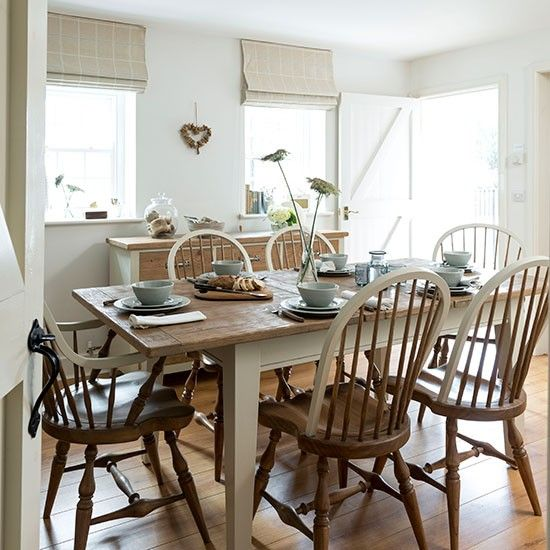 Cream and wood floor dining room | Dining room decorating