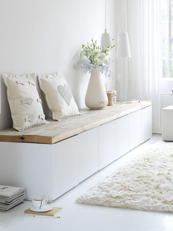 Loungebankje... Evt namaken met open kallax kast van ikea (40€) en mooie houten plank erop om schoenen ea in op te bergen