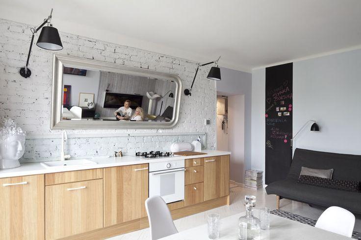Kuchnia z białą cegłą