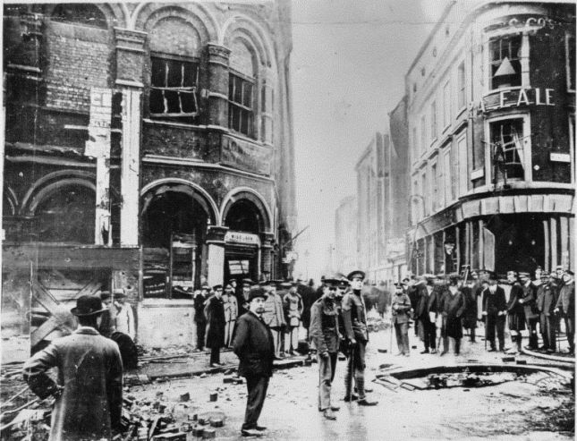 13th October 1915. Damage caused by the second bomb to fall in Westminster, on Wellington Street near the Lyceum