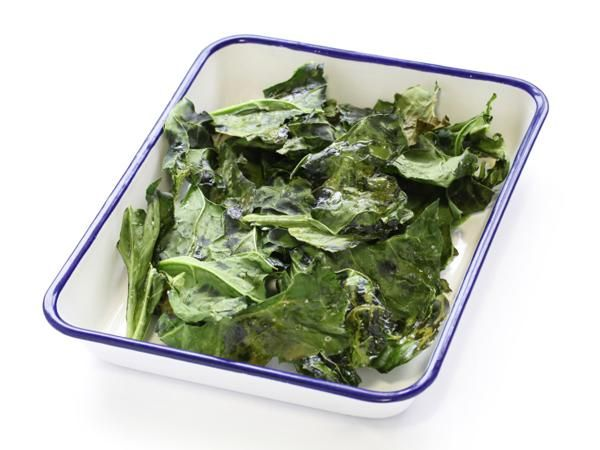 17 Snacks That Power Up Weight Loss: Kale Chips http://www.prevention.com/food/healthy-recipes/17-snacks-power-weight-loss?s=2