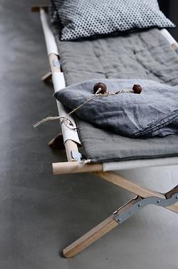 lit de camp et lin #Daniel Portmann