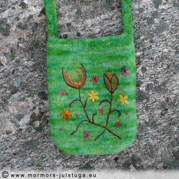 Stickad och tovad väska med yllebroderi. Knitted and felted bag with wool embrodery. Swedish handikraft.