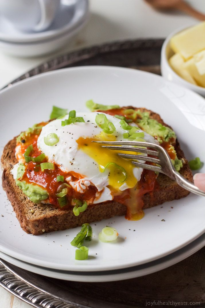 Ricotta Avocado Toast topped with Harissa and a Poached Egg, a heart healthy breakfast packed with protein and full of flavor for only 269 calories a serving! | joyfulhealthyeats.com #recipes Easy Healthy Recipes