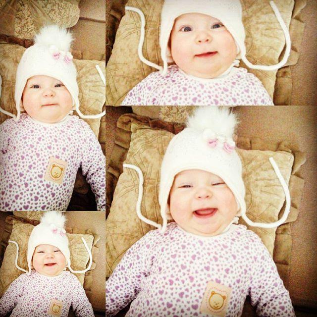 Шапка-шапка, щоки-щоки...как их не зацеловать. #дети#инстадети#инстамама#малыш#инстамалыш#детиэтосчастье #instamama#kid#kids#instakid#children#instachildren#infant##adorablelittleangels #children_live_flowers #happy_karapuz #happymummy #bany#babies#instababy#babygirl