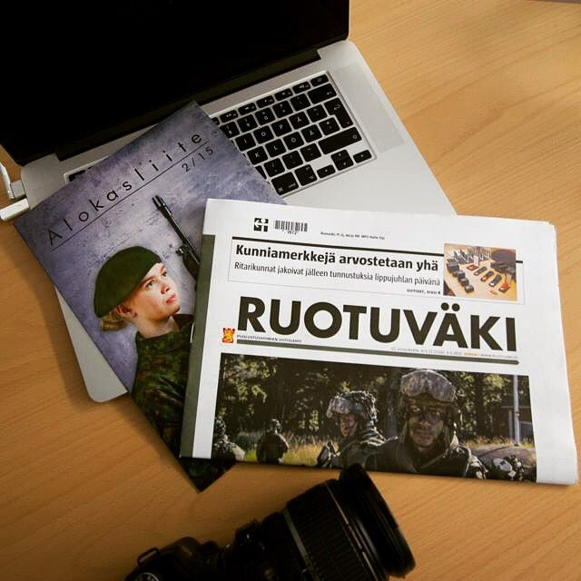 Uunituoreet Ruotuväet sekä toimittajat matkalla Ouluun. #paraati15 #ruotuväki #oulu #intti #intissä #inttielämää #puolustusvoimat
