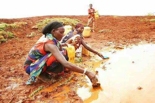 13 de Abril.  Oremos por las mujeres en Mozambique, donde menos de una de cada cuatro personas tienen acceso a condiciones higiénicas modernas, y casi la mitad de la población consume agua de fuentes insalubres.