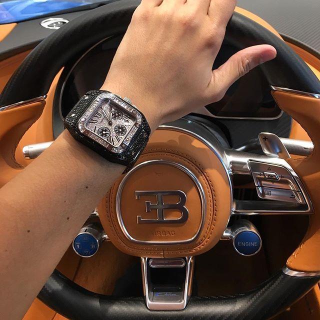 Diamonds dancing. Cartier Santos 100 XL Chronograph by WatchCraft x Bugatti Chiron. #watchcraft #watchcraftcollection #stinghd #vaultworldwide #custom #diamonds #cartier #santos #bespoke #handmade #bugatti #chiron