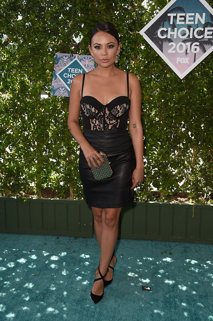 """Janel Parrish: Looking sexy gorgeous wearing a black dress and heels, Makeup (Samantha Altamura); Hairstylist (Bridget Brager)  The actress earned a surfboard for """"Choice TV Villain,"""" so her smoldering makeup and vixen-esque attire was definitely on point. 
