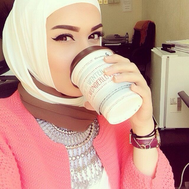 Cute hijab style plus love her makeup!