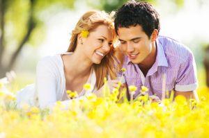 Hoje queremos falar sobre namoro. Namoramos durante um bom tempo e, como todo casal de namorados, passamos por lutas, adversidades e tentações. De fato, namorar é um desafio. Você se envolve emocionalmente com alguém, mas não pode avançar o quanto seu corpo gostaria. Por isso, decidimos,