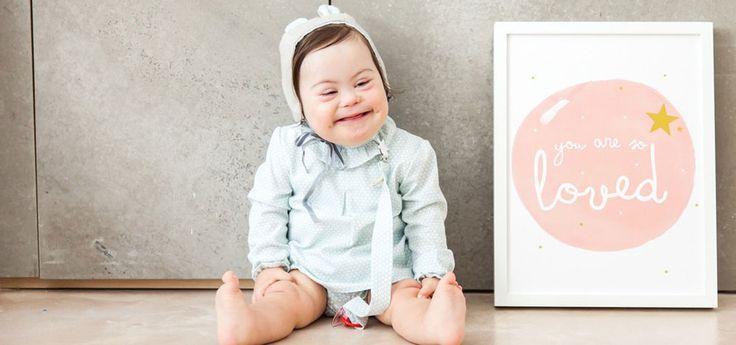 Trisomie 21 : A 2 ans, cette fillette a été choisie comme mannequin