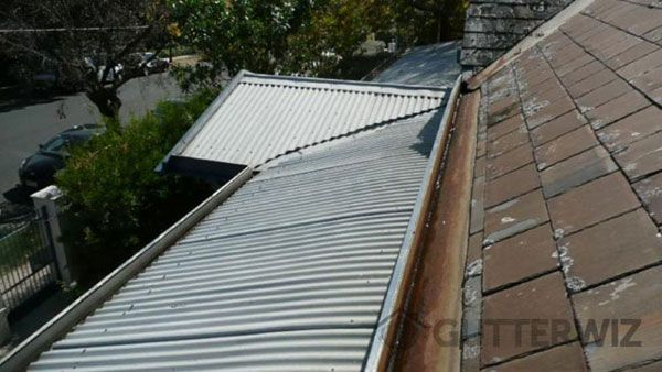 Our Expert's remove dirt,and moss from roofs in Roof Cleaning Service In Melbourne.