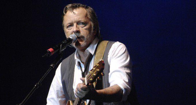 Renaud sort de son silence et annonce la sortie d'un nouvel album