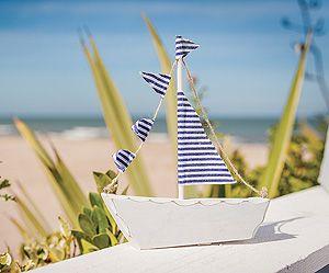 d coration de table bateau id al pour votre th me marin ce petit bateau bleu et blanc avec. Black Bedroom Furniture Sets. Home Design Ideas