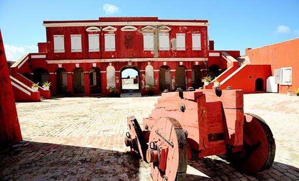 Fantastiske rundrejser i hele verden med Bravo Tours. Køb rejsen på www.bravotours.dk #BravoTours #SåSigerManBravo #FeriePåDansk #DeDanskVestindiskeOer #DanishWestIndies #StCroix #Island #Culture #Fortress #Old #Cannon