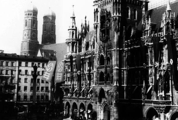 Münchner Rathaus in der NS-Zeit | Foto: Stadtarchiv München