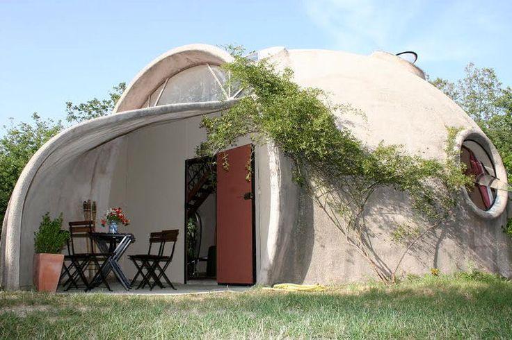 Sortez des sentiers battus, et découvrez cette sélection d'incroyables maisons à moins de50000 euros. Des habitations insolites qui méritent le détour.