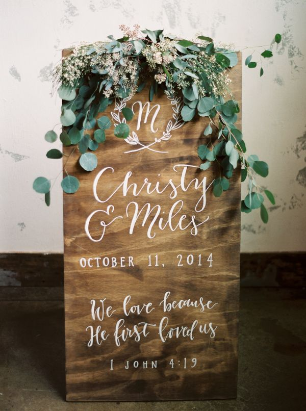 wedding sign - photo by Kristen Kilpatrick Photography http://ruffledblog.com/texas-wedding-at-the-union-on-eighth