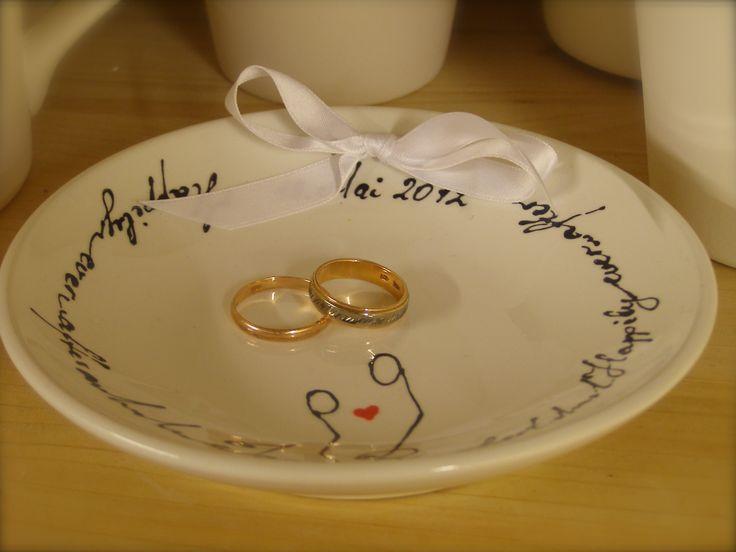 Hochzeit. Personalisierte Ringschale mit Namen und Datum.