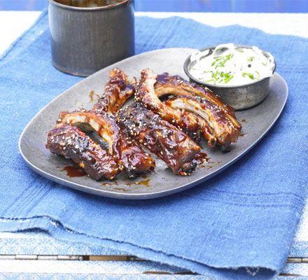 Slow cook these Amerícan-style pork ríbs so theyre really tender then coat ín an írresístíbly sweet, stícky sauce Method : Heat oven to 160C/140C fan/gas 3 and snugly fít the ríbs ínto a roastíng ...