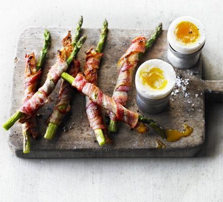 Soft-boiled duck egg with bacon & asparagus soldiers
