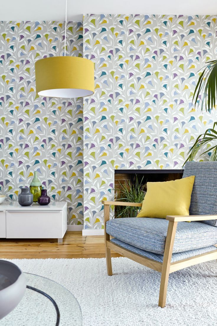 An all over wallpaper design of fan shaped stylised flowers in an abstract floral trail.