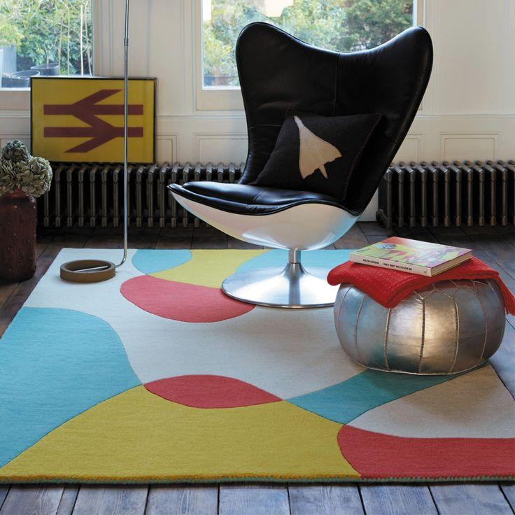 Tapis de salon en laine. Ce tapis design multicolore est idéal pour accompagner des meubles classiques et obtenir une ambiance design.  #tapis #multicolore #déco #graphique
