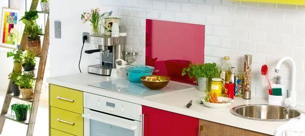 relooker une cuisine mat riaux pas chers peinture carrelage adh sif cuisine and petite. Black Bedroom Furniture Sets. Home Design Ideas