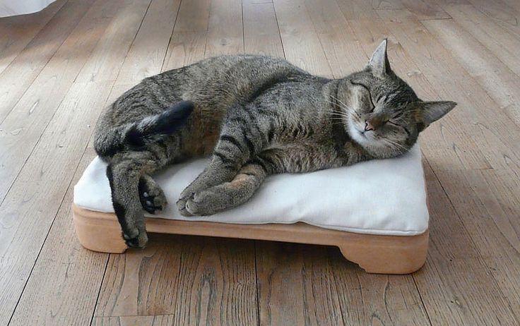 Minkas-Kachelofen - das elektrisch beheizte Katzenbett über denk-keramik.de