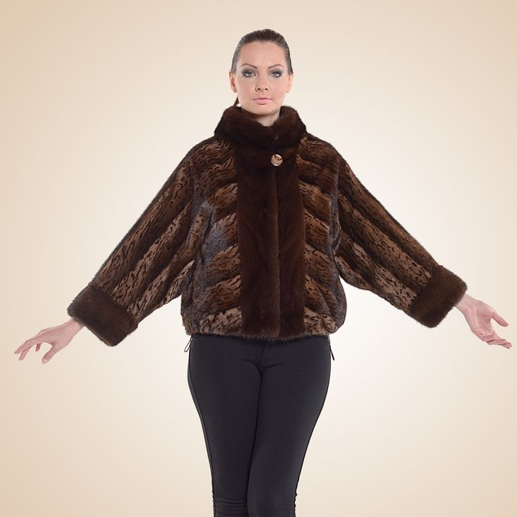 Let yourself be carried away by this dark leopard mink fur jacket.
