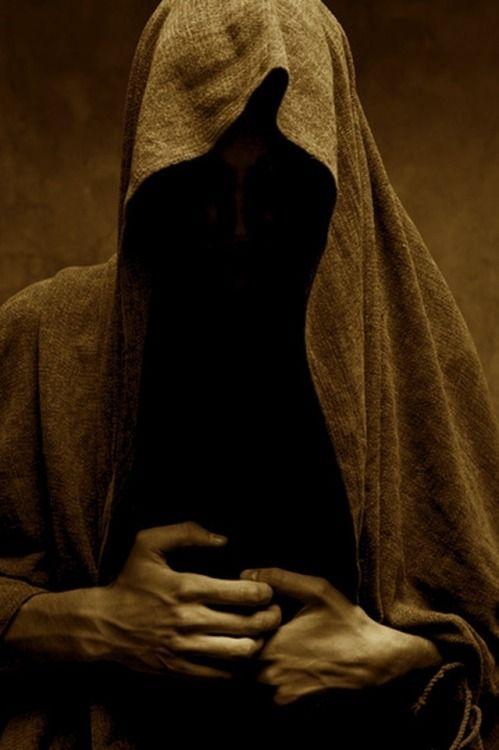 арт фотографии монаха в капюшоне разрешение бесплатных объявлений клетни