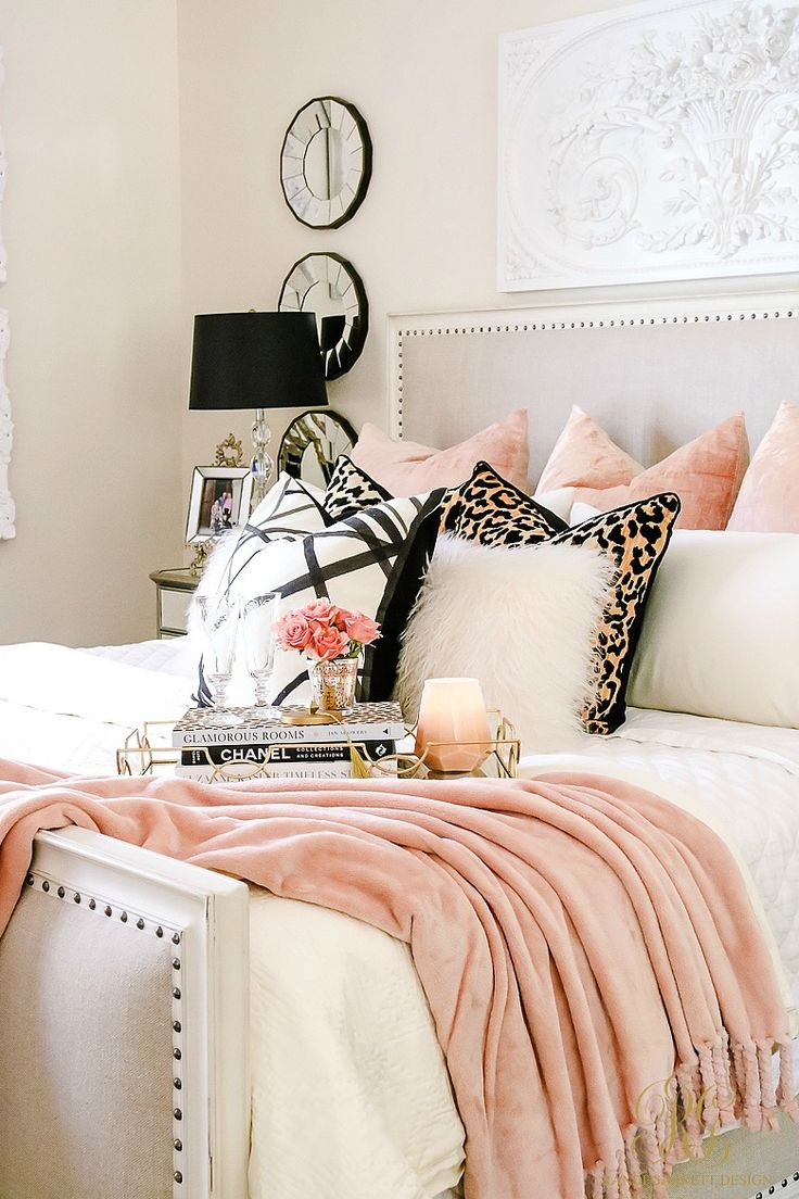 Cozy up on this modern bed for autumn! Pink, leopard, and faux fur for autumn! Welcoming Fall Home Tour 2017 - Glam Fall Bedroom - Randi Garrett Design